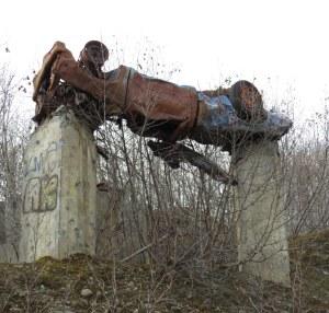 Car-on-posts-Ohlson